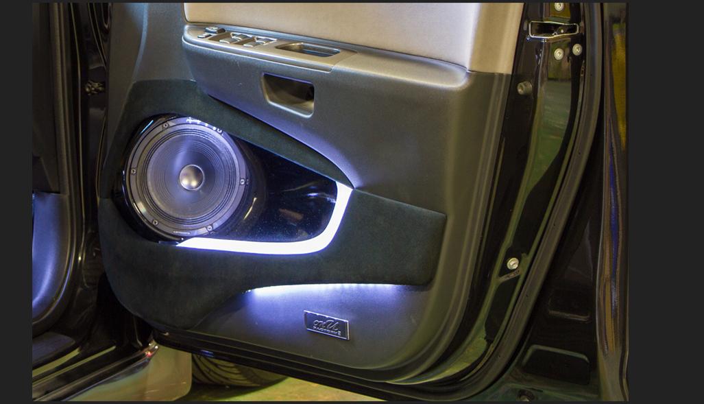 カスタム カー オーディオ オンユーファクトリー トヨタWISH フロントドアスピーカー:パイオニアpioneer TS-M1RS LED加工
