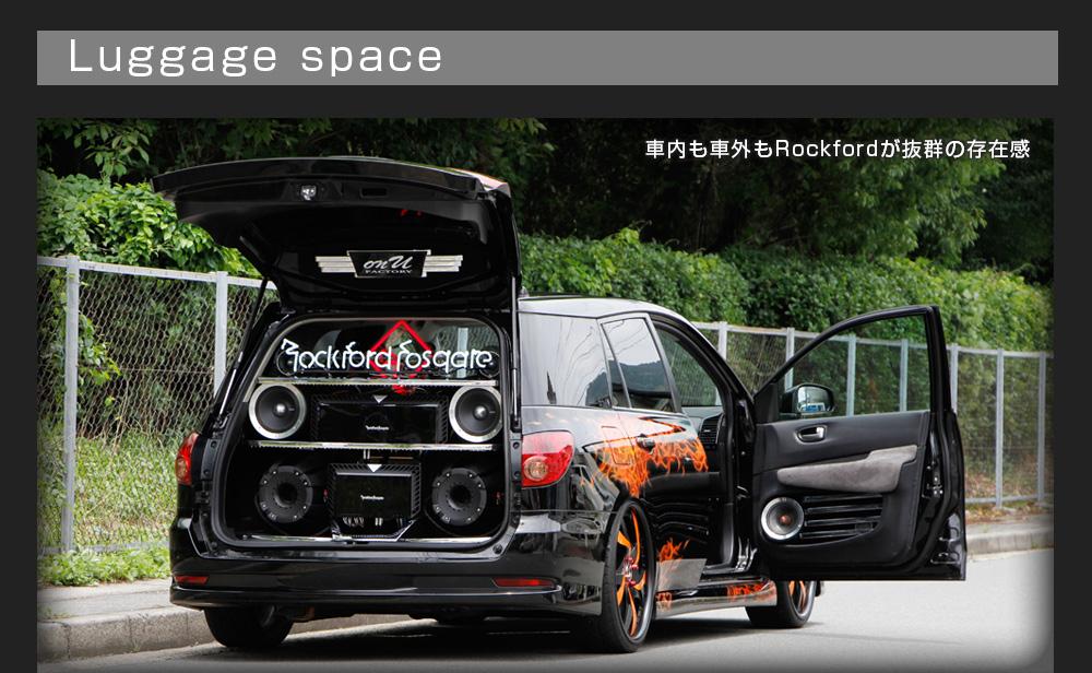 カスタム カー オーディオ オンユーファクトリー 日産ウィングロード ラゲッジスペース:車内向けシステムも車外向けシステムもRockfordFosgateの存在感が抜群